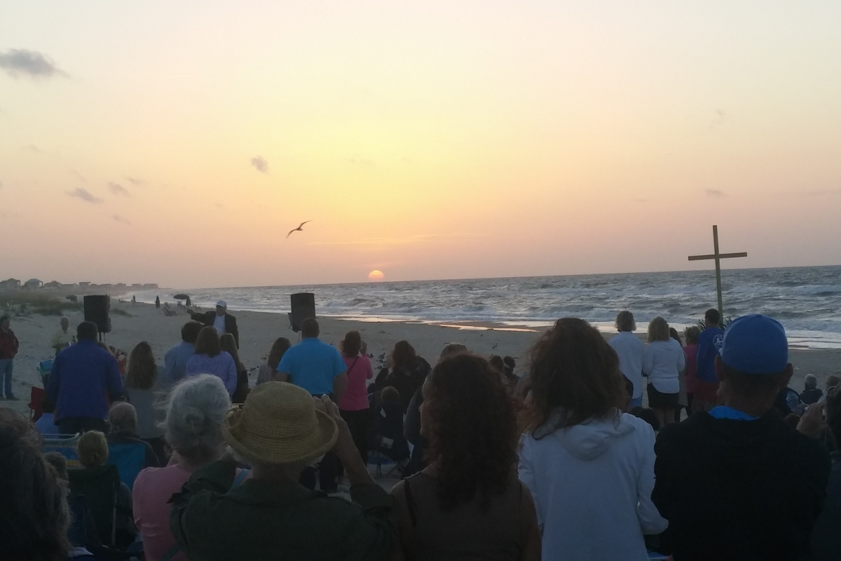 A Record Crowd Turned Out for Easter Sunrise Service